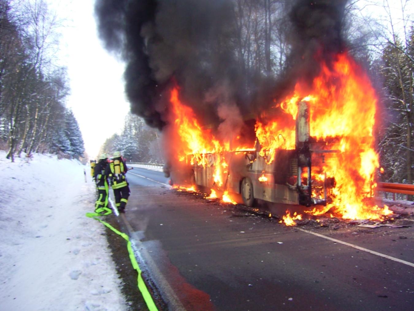 Einsatz brennender Bus